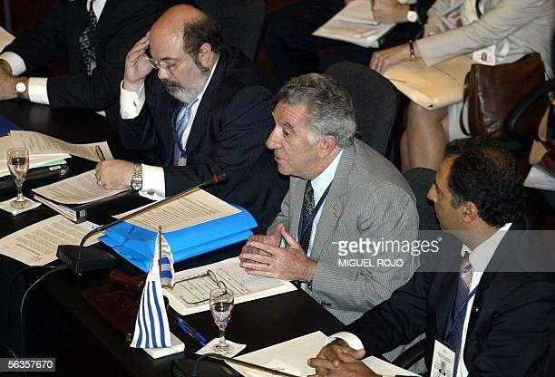 El ministro de Relaciones Exteriores de Uruguay Reinaldo Gargano acompanado por el coordinador general del Mercosur Carlos Amorin y el coordinador...