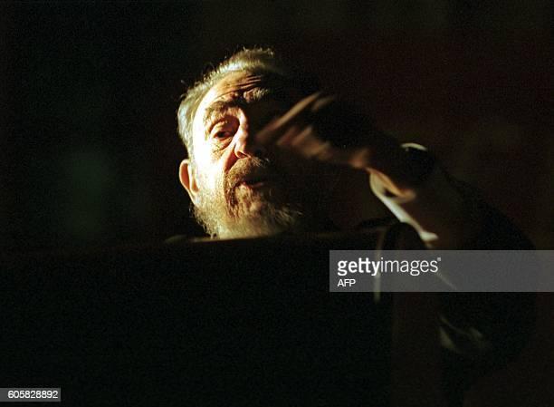 El presidente cubano Fidel Castro habla el 26 de mayo de 2003 en un acto realizado frente a la facultad de Derecho de Buenos Aires Castro se despachó...