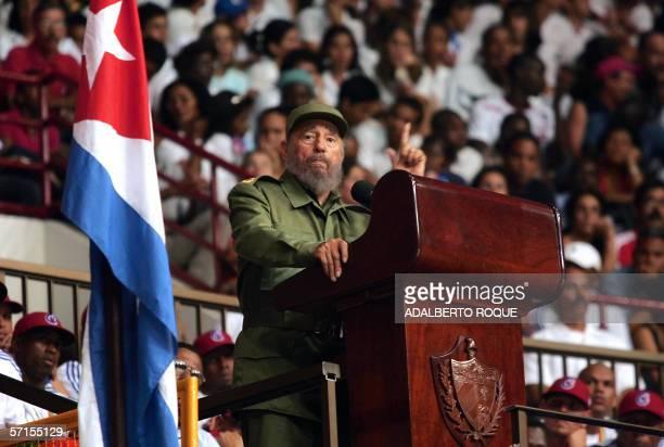 El presidente cubano Fidel Castro realiza un discurso el 21 de marzo del 2006 en la Ciudad Deportiva de La Habana durante un acto para homenajear al...