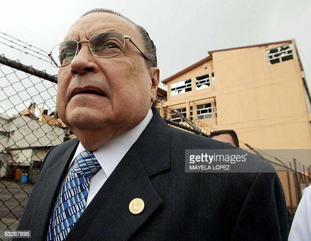El presidente de Costa Rica Abel Pacheco realiza el 21 de julio de 2005 un recorrido por los alrededores del Hospital Rafael Angel Calderon Guardia...
