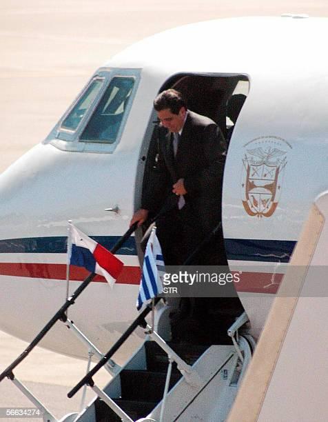 El presidente de Panama Martin Torrijos llega al aeropuerto Laguna del Sauce del balnerio oceanico Punta del Este en Uruguay el 20 de enero de 2006...