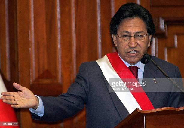 El presidente de Peru Alejandro Toledo realiza su ultimo mensaje a la Nacion por el Dia de la Independencia en el Congreso de la Republica en Lima el...