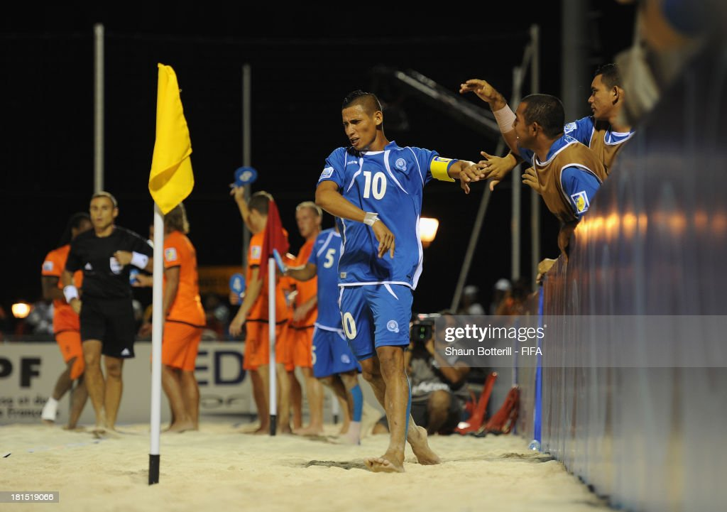 El Salvador captain Agustin Ruiz celebrates with team-mates after scoring during the FIFA Beach Soccer World Cup Tahiti 2013 Group B match between El Salvador and Netherlands at the Tahua To'ata stadium on September 21, 2013 in Papeete, French Polynesia.