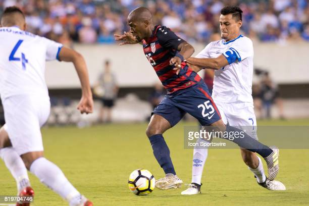 El Salvador Midfielder Darwin Cerén pushes United States Midfielder Darlington Nagbe away from the ball in the second half during the CONCACAF Gold...