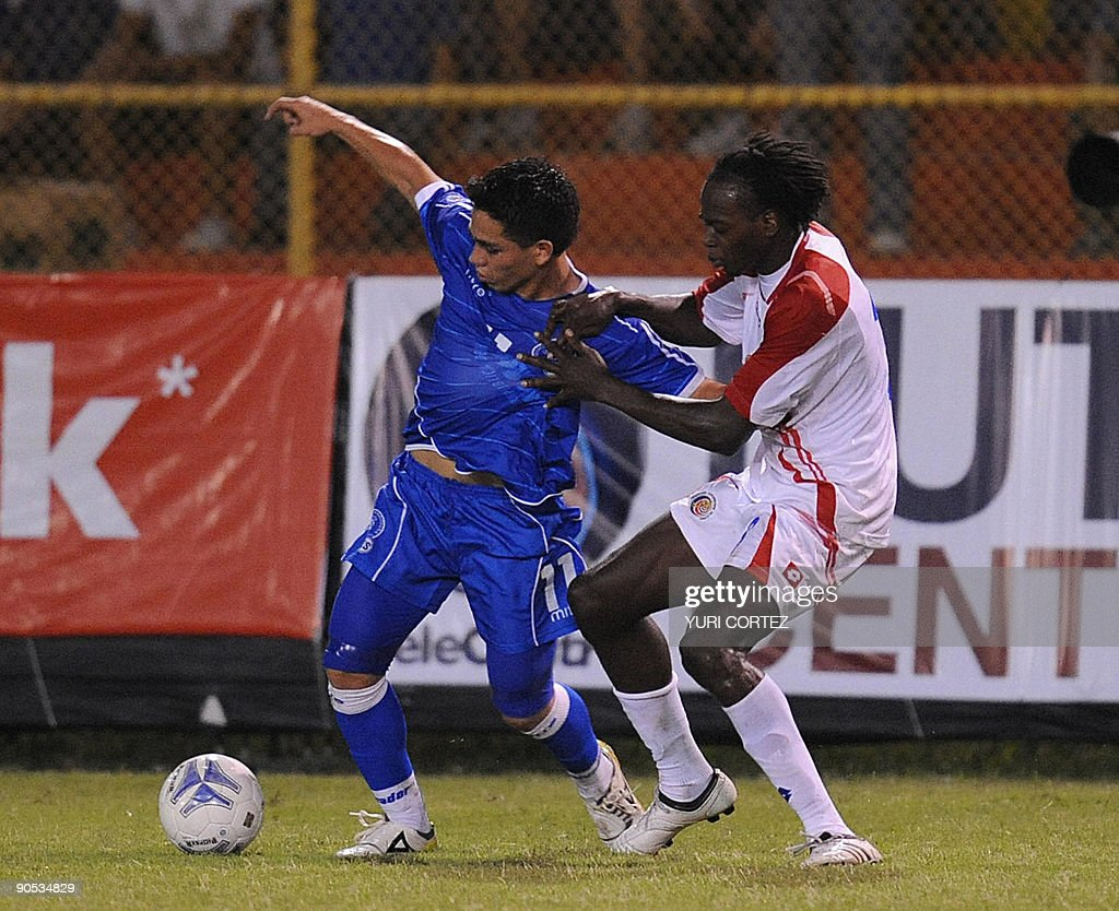 El Salvador's Rodolfo Zelaya vies for the ball with Costa Rica's Dennis Marshall during their FIFA World Cup South Africa 2010 football qualifier in...