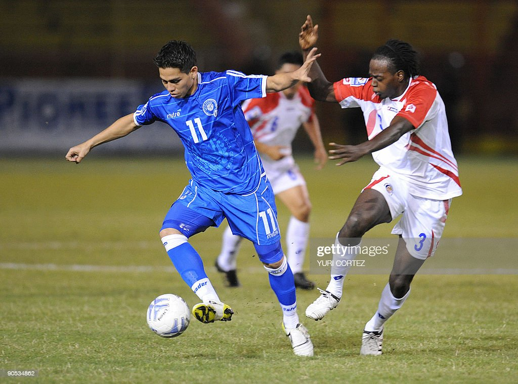 El Salvador's Rodolfo Zelaya vies for the ball with Costa Rica's Dennis Marshall during theirFIFA World Cup South Africa 2010 football qualifier in...