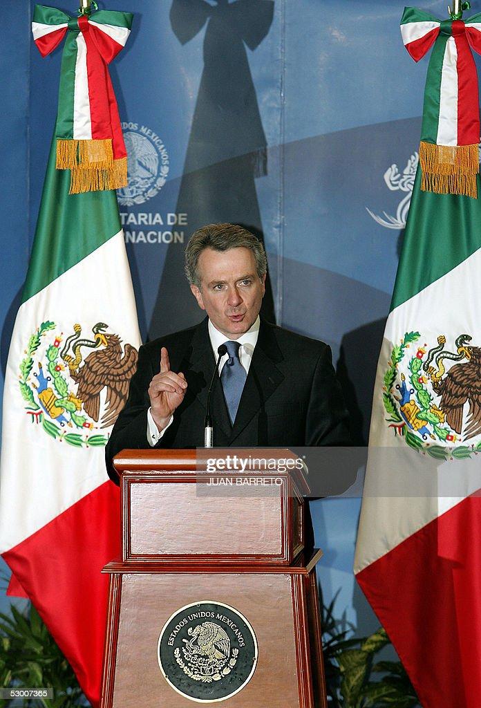 El Secretario de Gobernacion de Mexico Santiago Creel participa en una conferencia de prensa en la sede de la secretaria de gobernacion en Ciudad de...