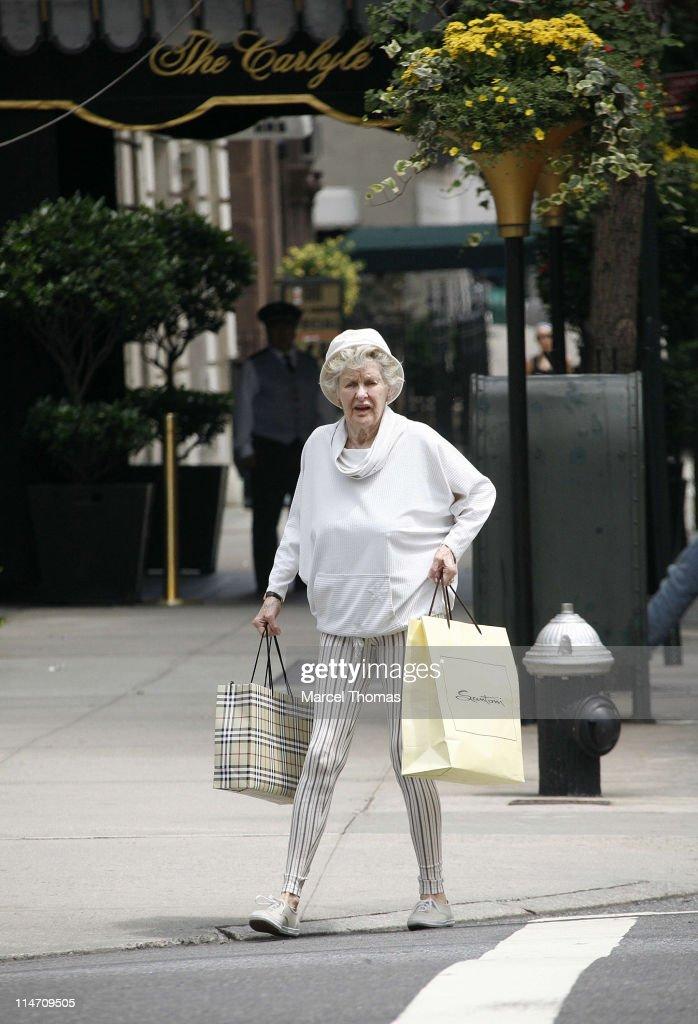 Elaine Stritch Sighting on Madison Avenue - July 8, 2006