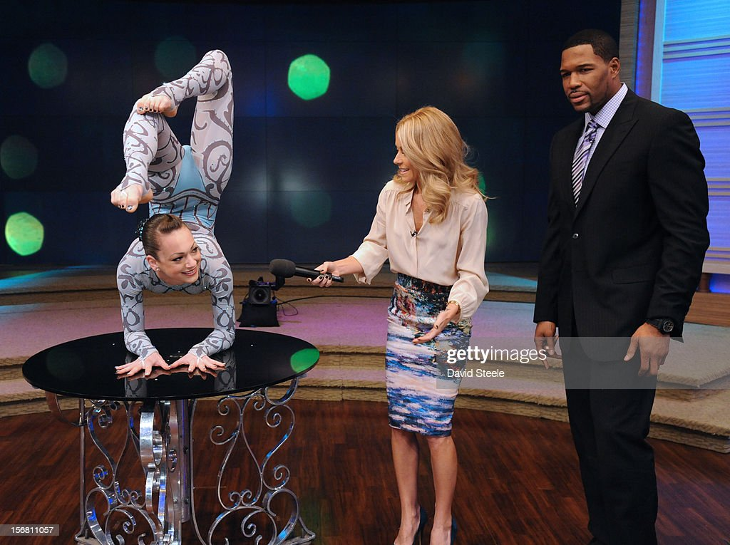 "MICHAEL -11/20/12 - Elayne Kramer, a contortionist from The Big Apple Circus performs for the ""LIVE"" audience on the newly-rechristened syndicated talk show, LIVE with Kelly and Michael,' distributed by Disney-ABC Domestic Television. STRAHAN"