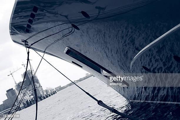 Elbphilharmonie & Motor Yacht Bow