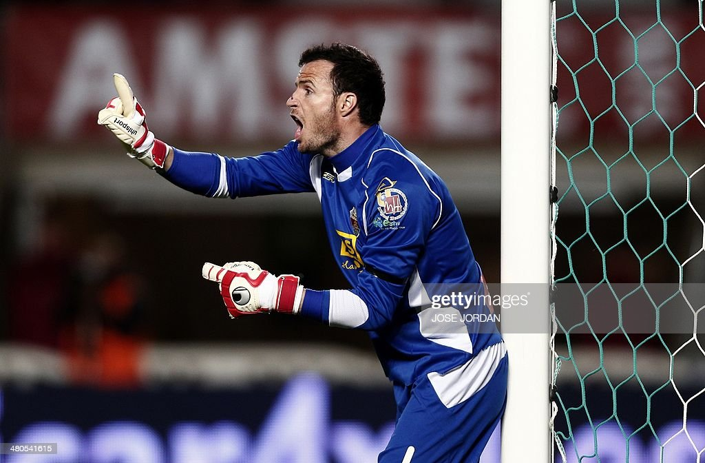 Elche's goalkeeper Manu Herrera reacts during the Spanish league football match Elche CF vs Athletic Club Bilbao at the Martinez Valero stadium in Elche on March 25, 2014.