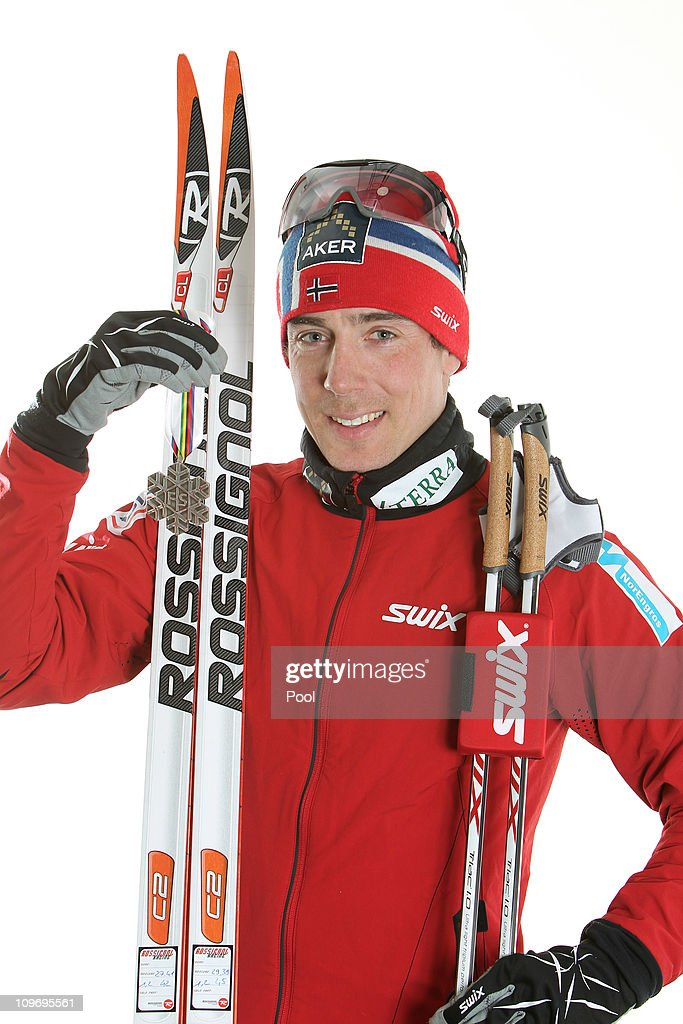 <a gi-track='captionPersonalityLinkClicked' href=/galleries/search?phrase=Eldar+Roenning&family=editorial&specificpeople=802581 ng-click='$event.stopPropagation()'>Eldar Roenning</a> of Norway poses with the silver medal won in the Men's Cross Country 15km Classic race during the FIS Nordic World Ski Championships at Holmenkollen on March 1, 2011 in Oslo, Norway.
