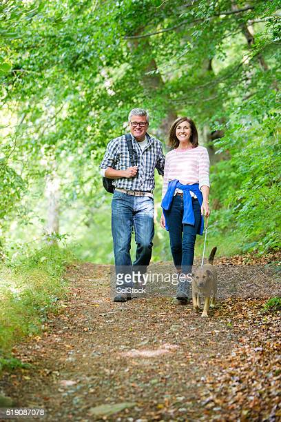 Älteres Paar auf einem Spaziergang
