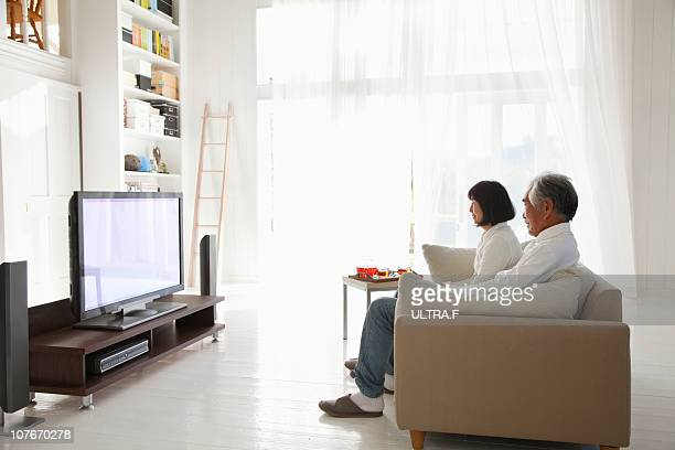 Elderly couple who is watching television
