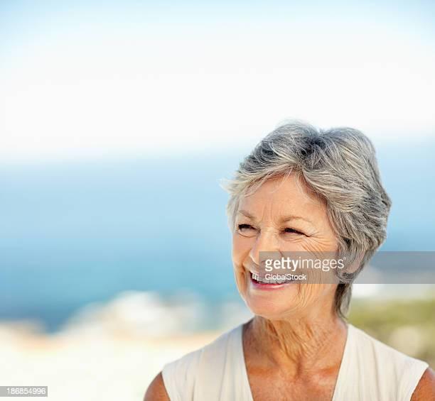 Älterer hübschen Frau Lächeln