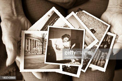 高齢者の女性のコレクションの歴史を写真