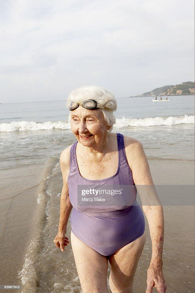 Alte Frauen äRsche