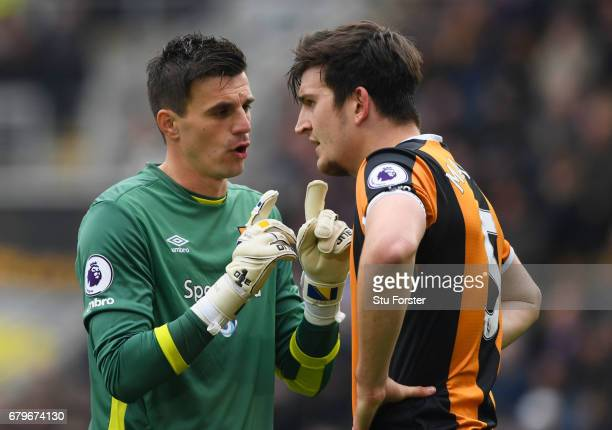 Eldin Jakupovic of Hull City speaks to Harry Maguire of Hull City during the Premier League match between Hull City and Sunderland at the KCOM...