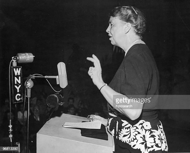 Eleanor Roosevelt giving a speech October 81946