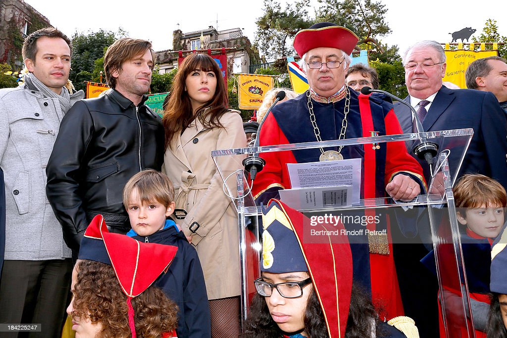 Elected from 18th district of Paris PierreYves Bournazel singers and sponsors of the Vendanges 2013 Thomas Dutronc and Nolwenn Leroy and and Mayor of...