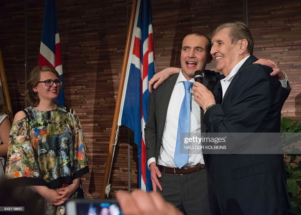 Elected Independant presidential candidate Gudni Johannesson (2R) sings with one of his campaigners at an election party in Reykjavik, on June 25, 2016. Political newcomer Gudni Johannesson claimed victory in Iceland's presidential election after riding a wave of anti-establishment sentiment, though the vote was eclipsed by the country's eagerly-anticipated and historic Euro football match. / AFP / HALLDOR