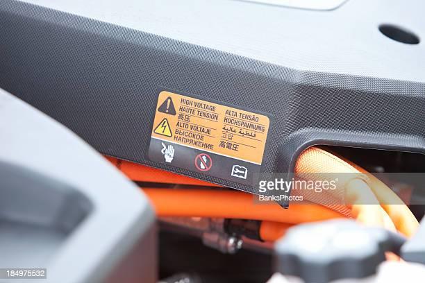 Compartiment avec moteur de voiture électrique haute tension autocollant