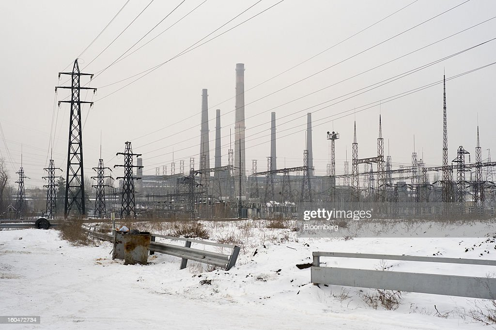 Electric power lines hang from pylons outside the Interpipe LLC steel plant in Dnipropetrovsk, Ukraine, on Wednesday, Jan. 30, 2013. Ukraine's Interpipe Group, owned by billionaire Victor Pinchuk, opened a $700 million electric steel mill in Dnipropetrovsk with an annual output capacity of 1.32 million tons of steel for its seamless pipe production. Photographer: Vincent Mundy/Bloomberg via Getty Images