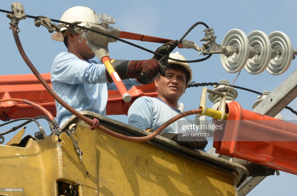 Electrical linesman install new power lines in Manila on March 17, 2013. Despite a resurgent economy, economic analysts say that improving infrastructure is a key requiment if this growth is to be sustained. AFP PHOTO / Jay DIRECTO