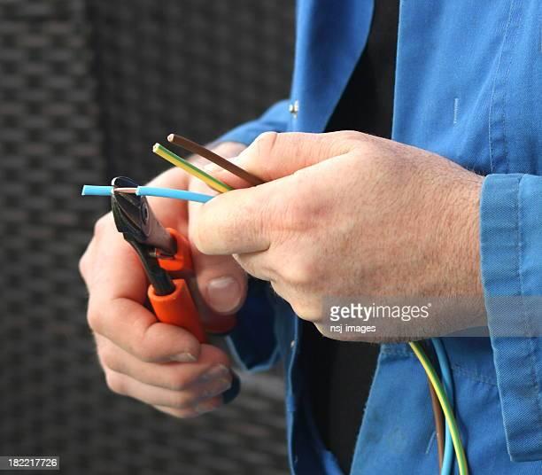 Electricista la preparación de cables.