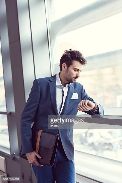 Elegante Uomo d'affari in ufficio