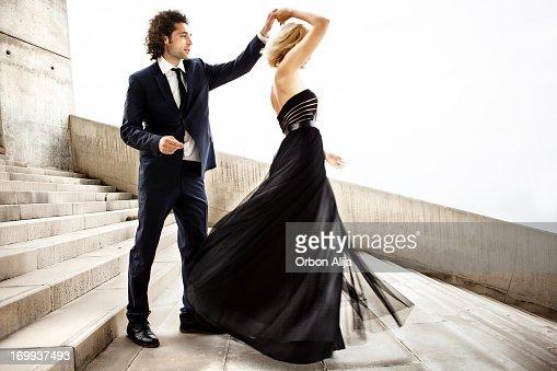 Casal elegante Dança em conjunto