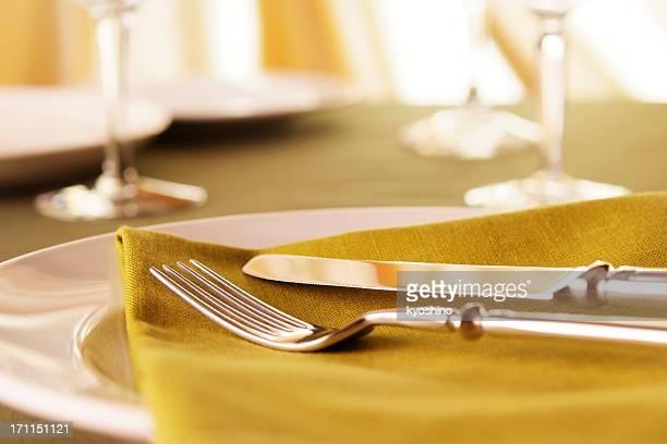 エレガントなディナーテーブルのセッティング