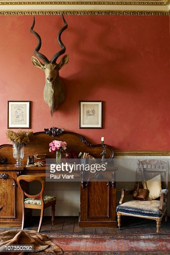 Elegant furniture in drawing room stock photo getty images for Drawing room furniture pictures