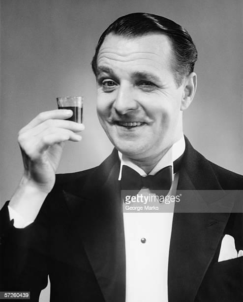 Schwarz und Weiß Porträt von ein Mann in einem Anzug