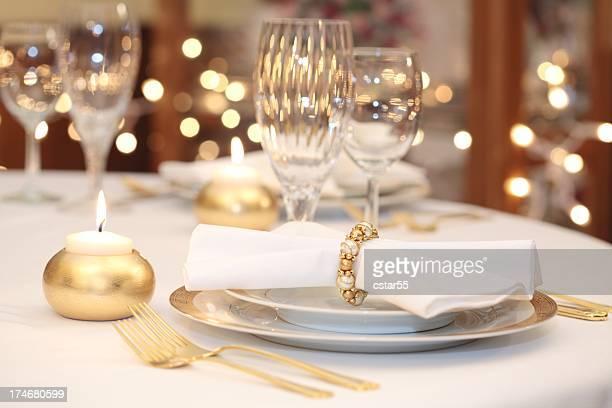 Elegante Gedeck mit gold, Weiß und Kristall