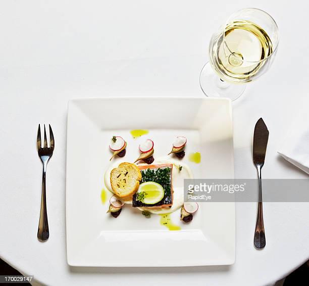 Elegante ristorante versione di un quadrato piatto! Antipasto di salmone