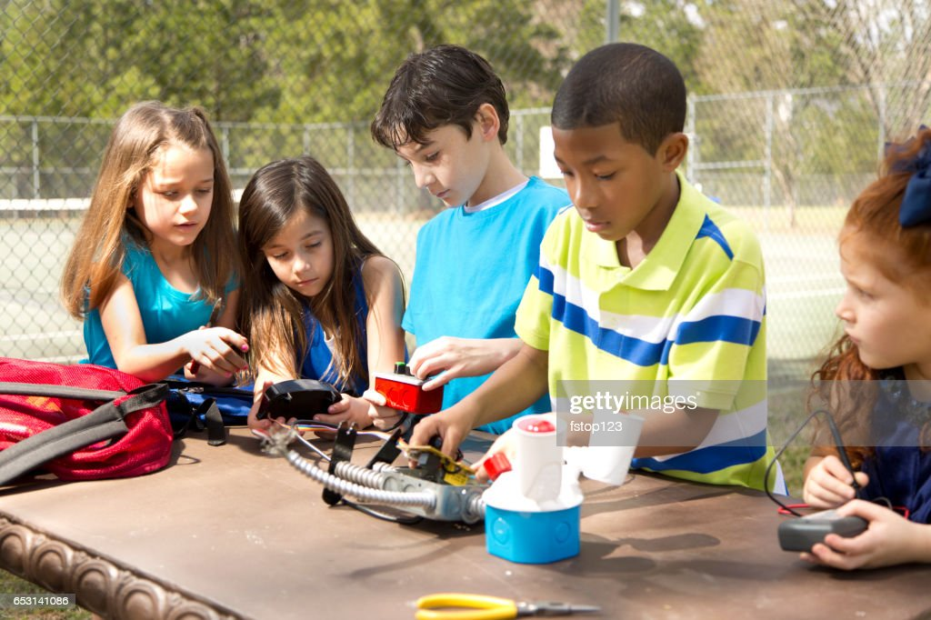 Elementary age students create robot science experiment. : Stock-Foto