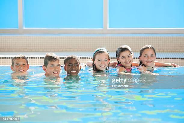 小学生のお子様は、水泳クラスを承っております。