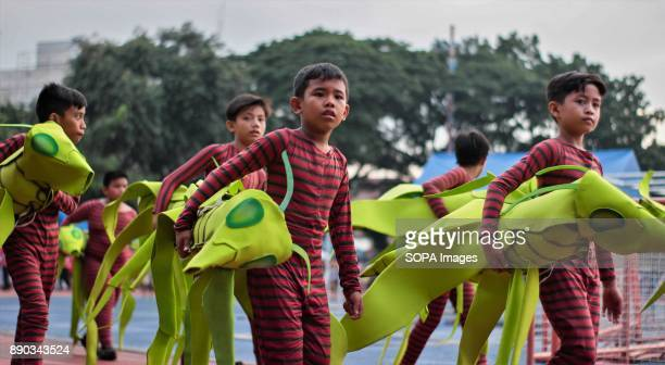 PHILIPPINES MARIKINA NCR PHILIPPINES Elementary students carried their own hand crafted props that they made as their project in schoolThe Biggest...