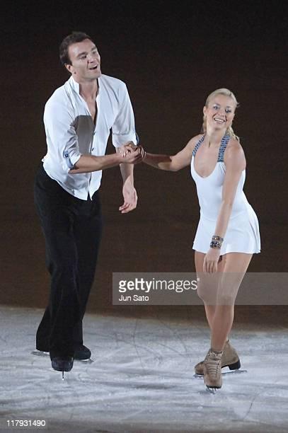 elena-berezhnaya-and-anton-sikharulidze-during-champions-on-ice-japan-picture-id117931490 (407×612)