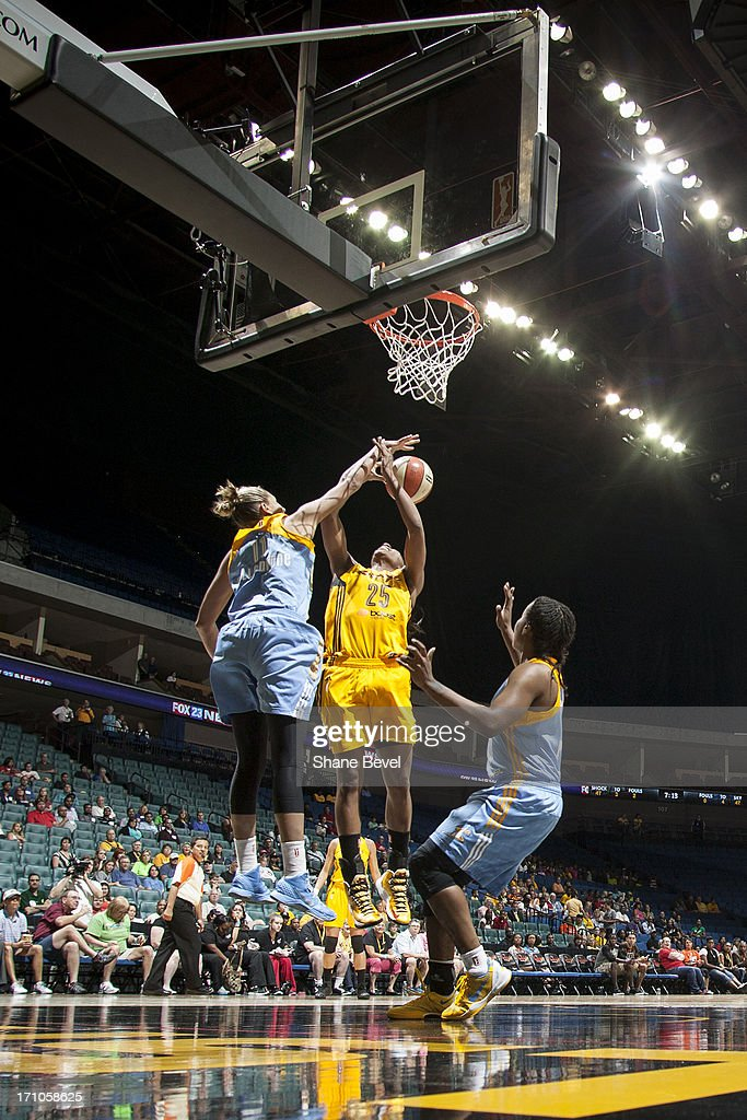 <a gi-track='captionPersonalityLinkClicked' href=/galleries/search?phrase=Elena+Delle+Donne&family=editorial&specificpeople=5042380 ng-click='$event.stopPropagation()'>Elena Delle Donne</a> #11 of the Chicago Sky blocks the shot of Glory Johnson #25 of the Tulsa Shock during the WNBA game on June 20, 2013 at the BOK Center in Tulsa, Oklahoma.