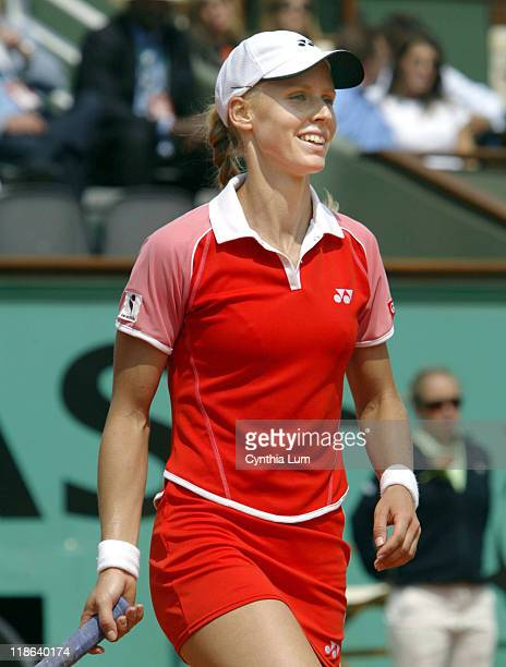 Elena Dementieva into final in Paris defeating Paola Suarez 60 75 in their Semifinal match at the French Open June 3 2006
