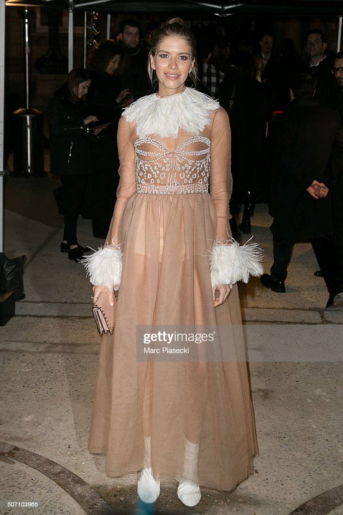 Valentino : Outside Arrivals - Paris Fashion Week - Haute Couture Spring Summer 2016