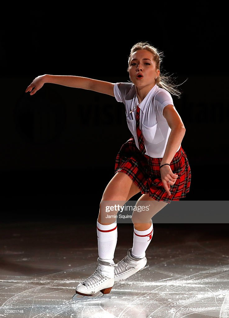 Елена Радионова - 3 - Страница 6 Elena-radionova-of-team-europe-performs-during-an-exhibition-on-day-3-picture-id523921748
