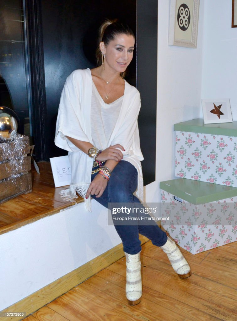 <a gi-track='captionPersonalityLinkClicked' href=/galleries/search?phrase=Elena+Tablada+-+Model&family=editorial&specificpeople=4194496 ng-click='$event.stopPropagation()'>Elena Tablada</a> attends the presetantion of ETNA Charity Bracelet on December 16, 2013 in Madrid, Spain.