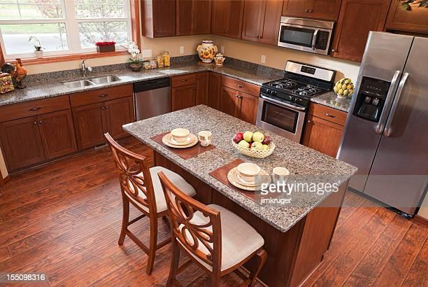 ワンランク上の眺めをお望みのお客様には、温かみのあるモダンなキッチン。