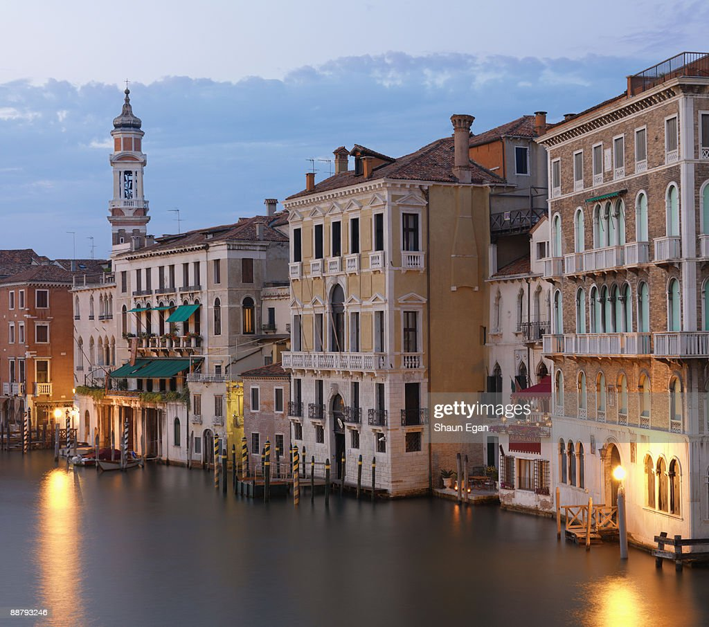 Elevated view of the Grand Canal at dusk : Stock Photo