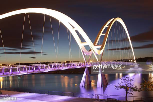 Passerelle bridge de nuit