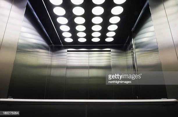 Intérieur de l'ascenseur