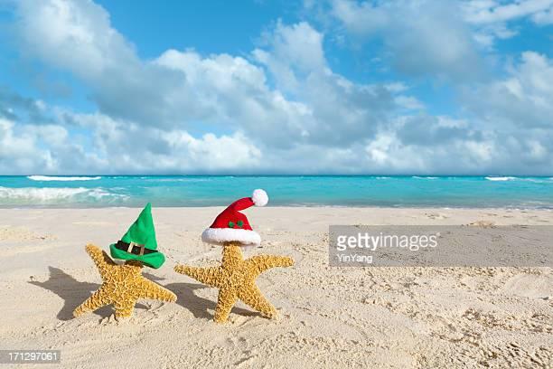 Elf und Santa Claus Weihnachten Urlaub in tropischen Strand